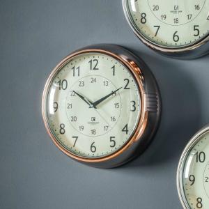CLOCK IN COPPER FINISH